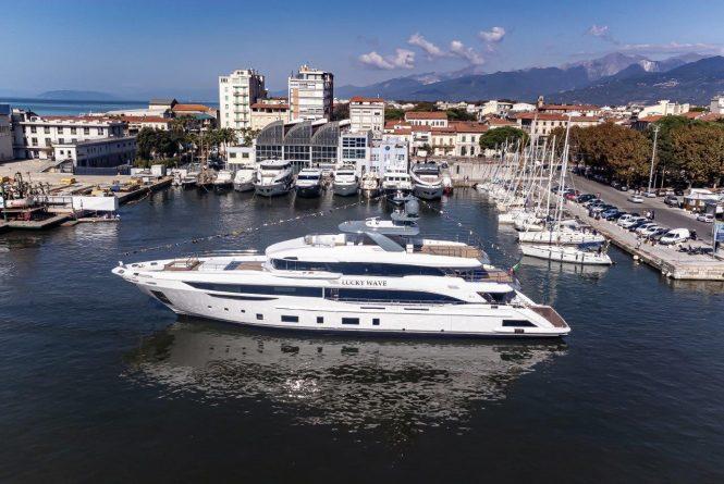 Luxusyacht LUCKY WAVE von Benetti an ihrem Starttag