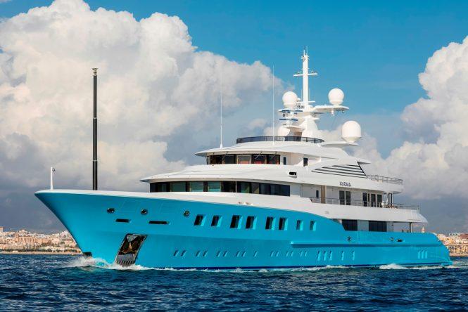 Die Mutterschiff-Yacht AXIOMA